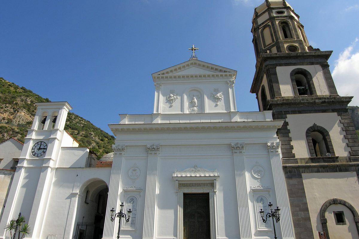Basilica_di_Santa_Maria_del_Lauro